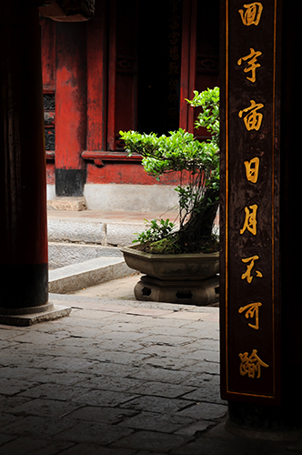 Temple of Literature, Hanoi, Vietnam Nikon D700 - 65mm - 1/160 - f/6.3 April 30th 2013 10 : 34 AM