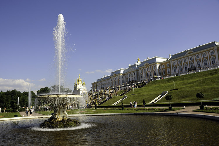Peterhof Palace, Russia Nikon D700 - 18mm - 1/400 - f/10 June 21st 2013 03 : 29 PM